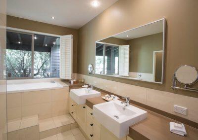 Kowhai Master bedroom ensuite bathroom